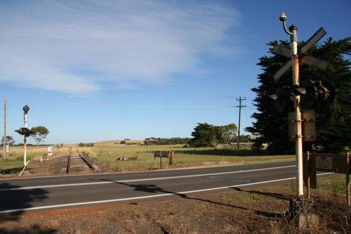 Princes Highway level crossing looking west