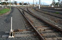 Midway siding to left, connection to CIGL to right