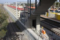 Standard gauge running behind the new platform - a high fence will be provided on the stairs alongside
