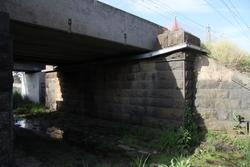 Detail of the bridge over Merton Street for the broad gauge - original abutment sidewalls on the south side only, the second track was added to the north