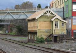 Geelong 'B' signal box: Windows now boarded up