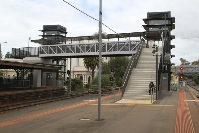 New DDA compliant footbridge to platforms 2 and 3