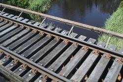 Little River: Timber transom deck on the broad gauge bridge over Little River
