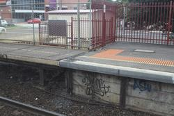 Tactile paving disappears at the down end of platform 1