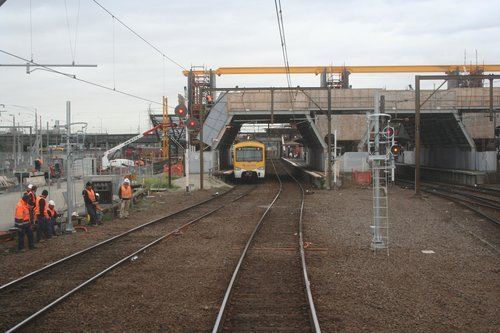 Extending platform 5/6 to the south to fit longer V/Line trains on the Geelong line