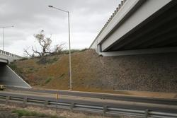 Princes Freeway, Corio: Original (left) and 2000s (right) bridges over the railway