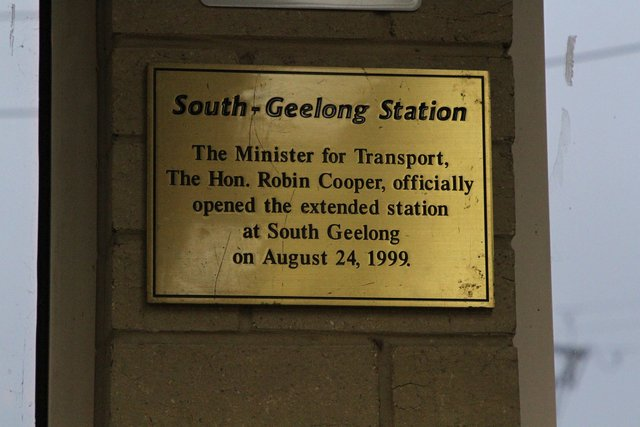 Plaque marking the official opening of the extended station building on August 24, 1999 by Minister for Transport Robin Cooper