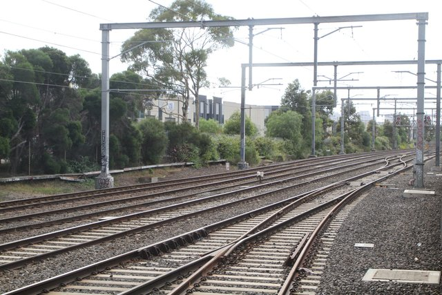 Crossovers connect the RRL tracks to the Werribee line tracks