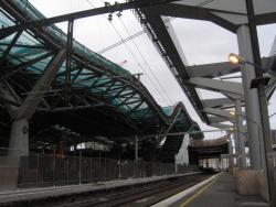 Southern Cross: Work on the decking above platform 13/14