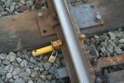 Point clip on the loop siding