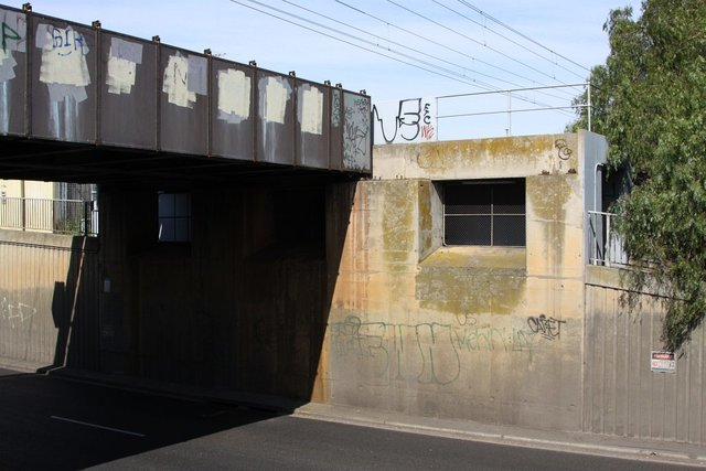 Francis Street overbridge - only 2 of 3 abutments are used