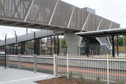 Bacchus Marsh: New footbridge in place over the station