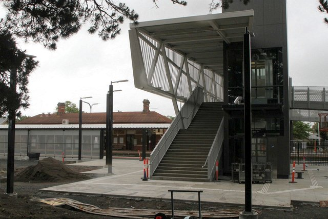 New second platform and southern end of the new footbridge