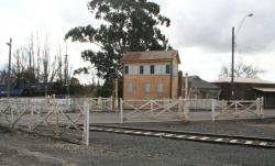 Now unused level crossing gates and signal box at Humffray Street