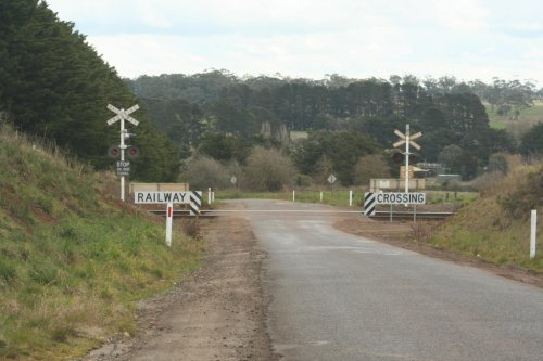 Old Melbourne Road level crossing