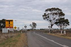 Road from the GrainFlow centre to the Sunraysia Highway