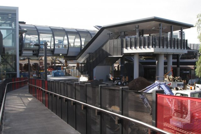 Ramps and stairs link platform 4 and 5 to the overhead concourse