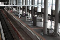 New stanchions in place above Southern Cross platforms 14 and 15