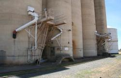Loading chutes on the rail side of the silos
